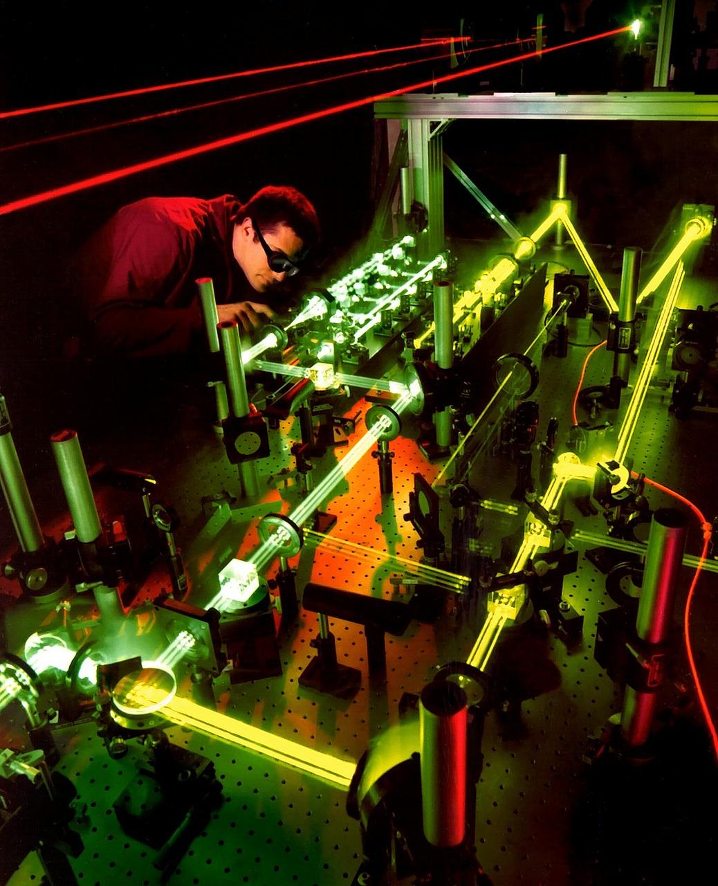 laser-63190_1280